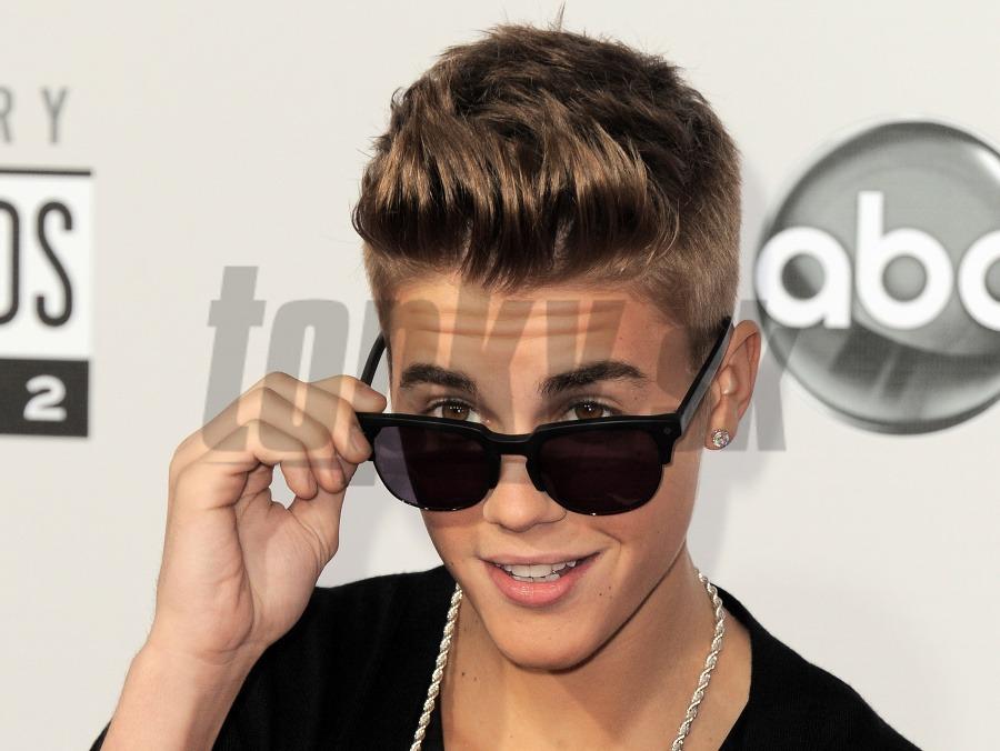 Justin Justin fajčenie gazdinka análny sex videá