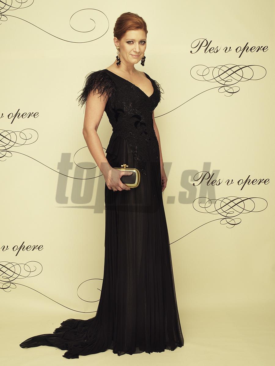 13a8bc444207 Luxusné róby na krásnych ženách  Hlasovanie o Kráľovnú Plesu v opere ...