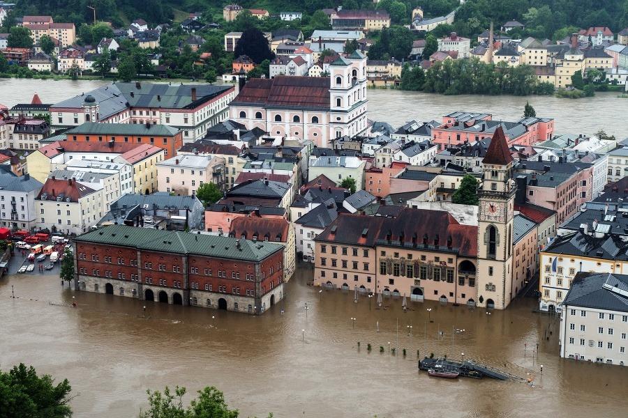 Hotel Foyer Frankfurt : V nemecku bojujú proti nespútanému živlu mesto passau sa
