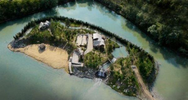 Milionár si postavil vlastný pirátsky ostrov  Pozrite sa na tú krásu ... 478c0d6dfdd