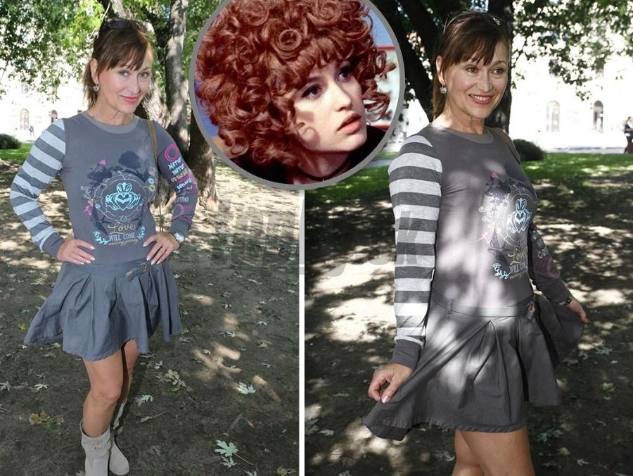 fba8979ad9 Legendárna Saxana začarovala vek  Černocká (64) v mini ako školáčka ...