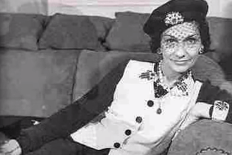 2faf2945de6 Coco Chanel  Ikona zo sirotinca... Malé čierne aj nezabudnuteľný ...