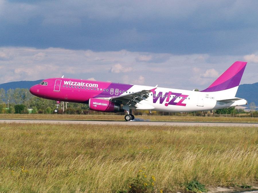 Mrznúci dážď spôsobil zmenu plánu  Neplánované pristátie lietadla z Londýna  do Košíc!  de8c1e9fa0c