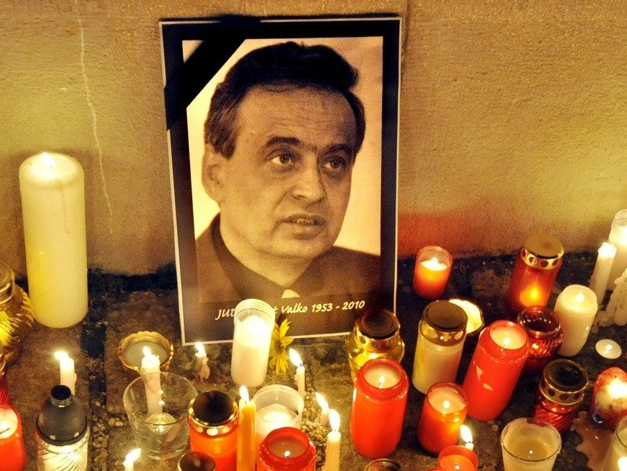 Vyšetrovateľ NAKA opätovne navrhol podanie obžaloby v prípade vraždy Ernesta Valka   Topky.sk