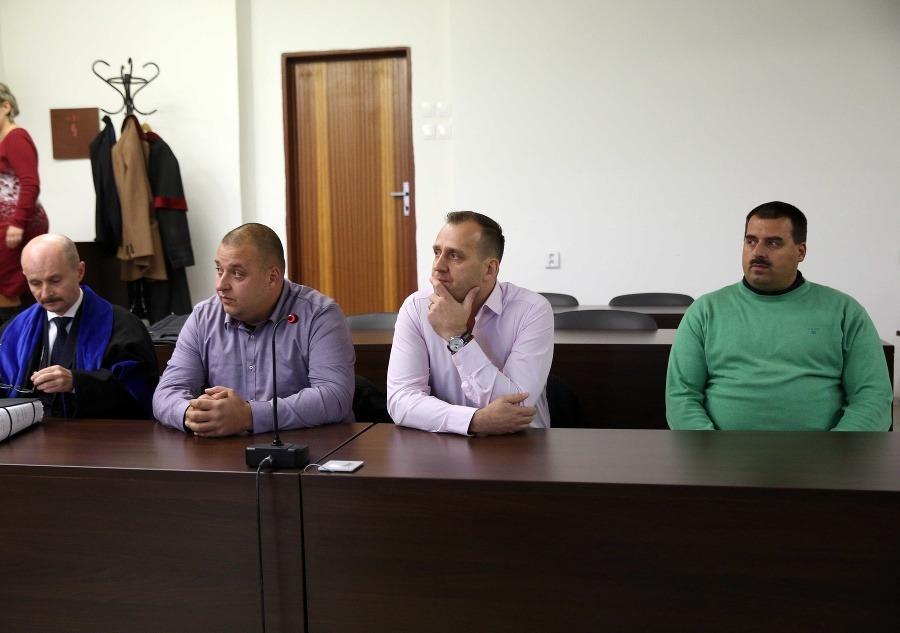 Prípad škandalóznej bitky Paškovcov je ukončený! FOTO Zo súdu mohli ísť vysmiati | Topky.sk