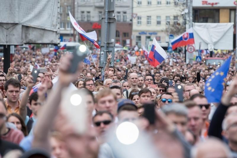 Protesty Za slušné Slovensko pokračujú  Ďalšie budú po celom Slovensku  tento piatok  b67144018e0