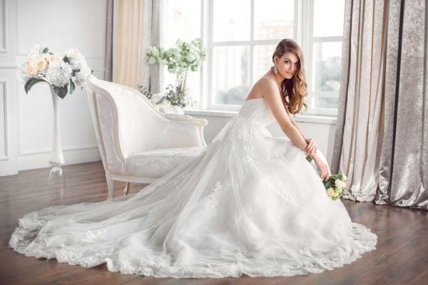 4cdf47a09f6a Prečo sa nevesty obliekajú do BIELYCH svadobných šiat  Takéto vysvetlenie  by ste určite nečakali