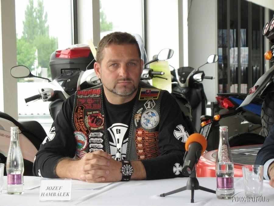 Zádrhel vo vyšetrovaní kauzy Nočného vlka z Dolnej Krupej: Hambálek je na motorkárskej dovolenke | Topky.sk