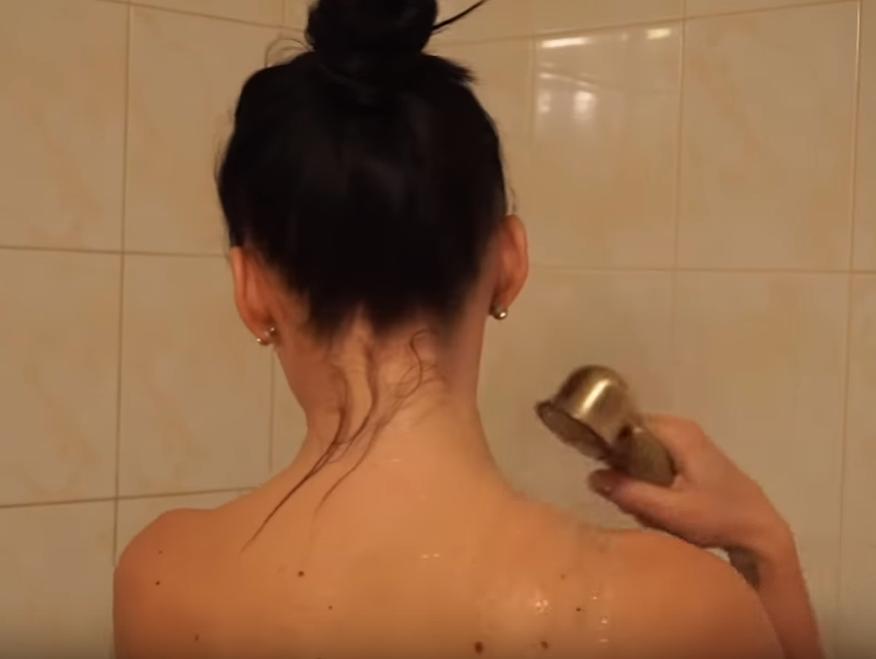 Dievča v sprche video