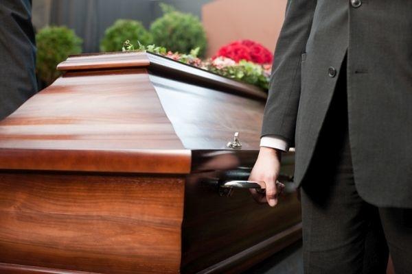 3d8d8f6dd Žena si chcela dať na pohreb šaty na FOTO: Manžel ostal zhrozený a ...