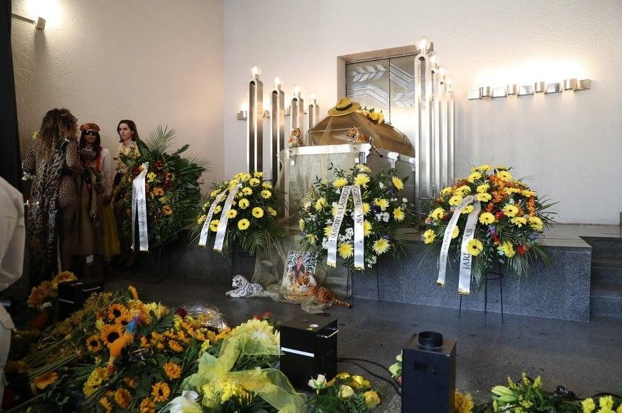 59f140864 KOLAPS na pohrebe Dana Nekonečného (†52): Jeho sestra žiaľ neuniesla ...