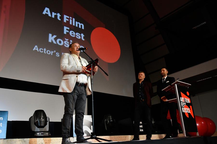 3617fcd08 V Košiciach začal Art Film Fest, Hercovou misiou ocenil Romana Luknára |  Topky.sk