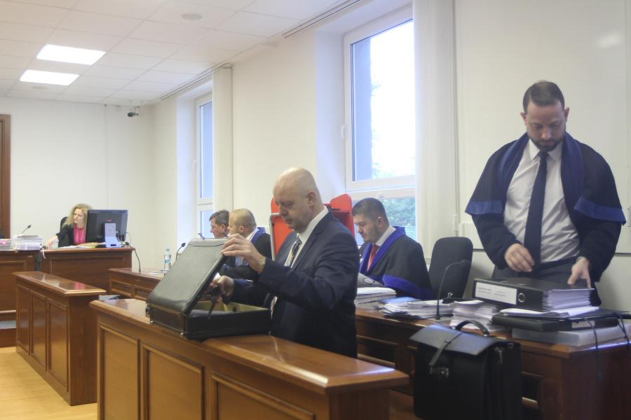 ONLINE Druhý deň procesu v kauze zmenky začal drámou! Hádka Lipšica s Ruskovým advokátom | Topky.sk