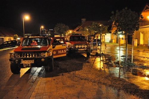 V Častej zasahujú hasiči