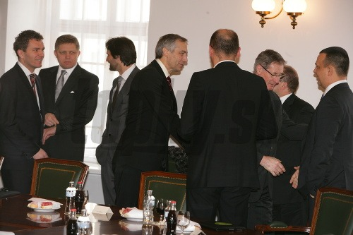 Rokovanie Fica s opozíciou
