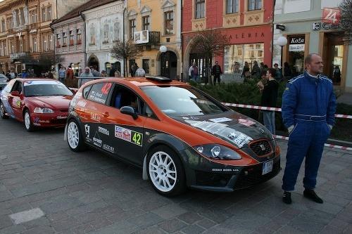 31cb090ccc2 Krásne ženy a rýchle autá. Pozrite si zostrih rally... – galéria ...