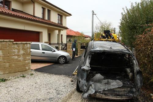 Auto Dana Dangla podpálili