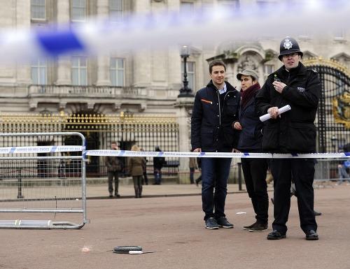 Muža ozbrojeného nožmi zadržali