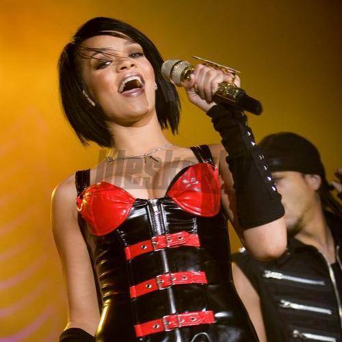 Rihanna počas koncertu v NTC.