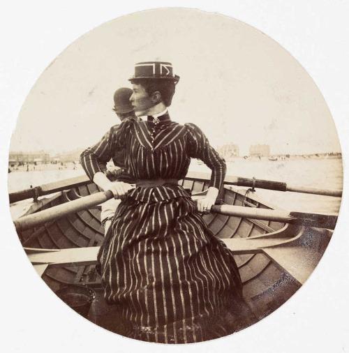 Veslujúca žena v loďke,