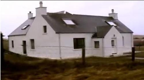 Dom na pláži, Hebridy.