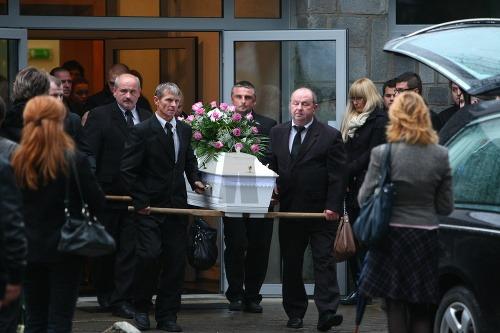 076c5d754 Pohreb krásnej missky Márie (†27): Plakalo aj nebo, prominentní ...