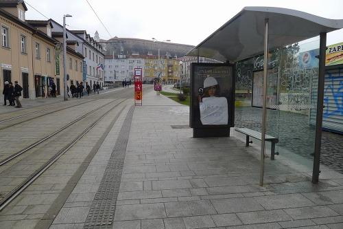 b50001c6f95f Žena nie je tovar  Bratislavskí aktivisti obliekajú bilboardy ...