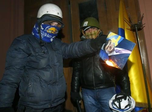 Demonštranti obsadili ministerstvo spravodlivosti