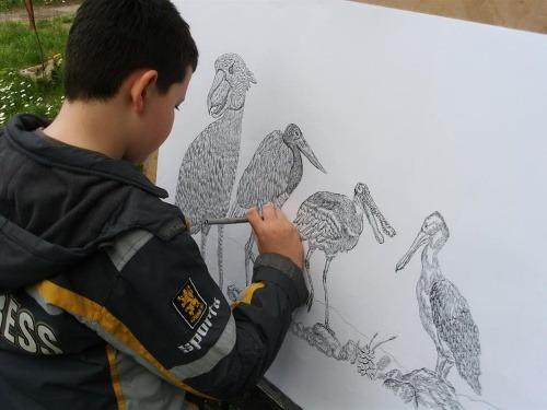 Zázračný chlapec maľuje nádherné