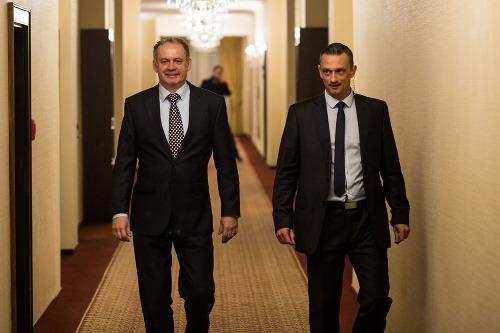 Andrej Kiska (vľavo) prichádza