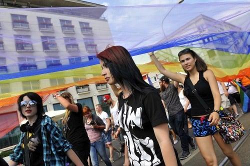 Účastníci pochodu za zrovnoprávnenie