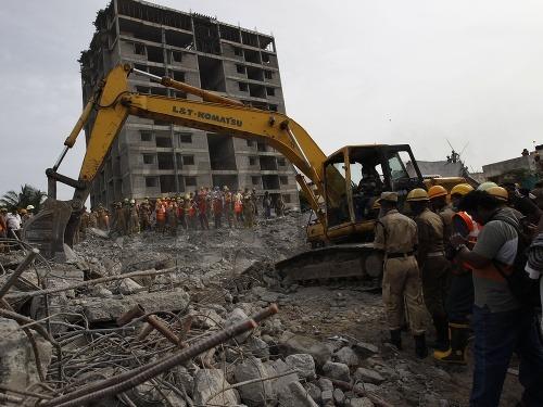 Zrútenie budovy v indickom