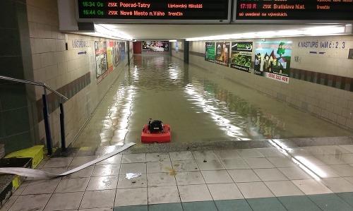 Zatopený podchod na železničnej