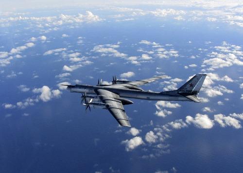 Ruský bombardér zachytený v