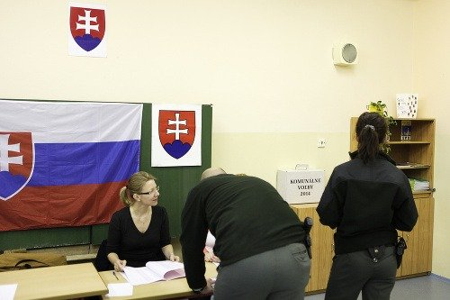 Otvorenie volebných miestností počas