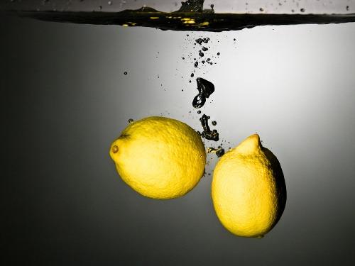 Spravte si citrónovú vodu