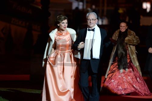 Ples v opere 2015  Sklovskej šaty prekvapením c8aa08a813