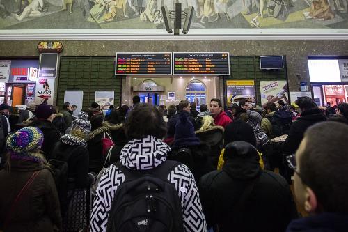 Meškanie vlakov a davy