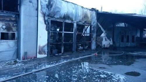 Požiar firmy v Dubnici