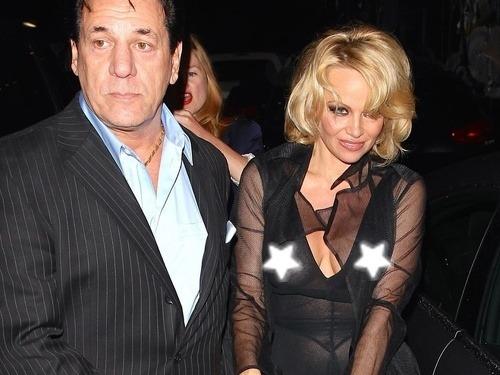 Pamela Anderson podprsenky príliš