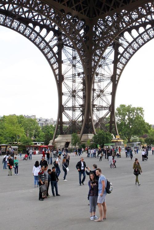 Eiffelova veža je dočasne