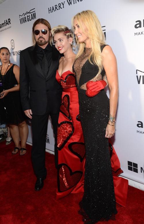 Miley Cyrus s rodičmi.