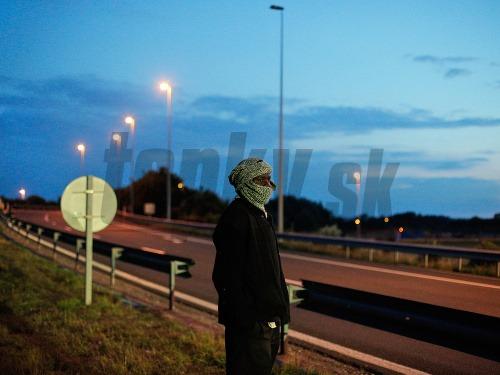 Z Calais sa pomaly