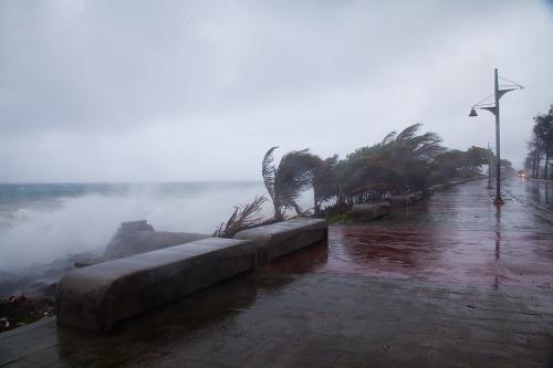 Tropická búrka Erika zasiahla