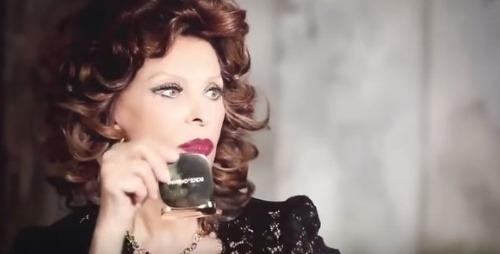 Božská Sophia Loren vyzerá