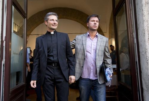 Vatikán takmer sto rokov