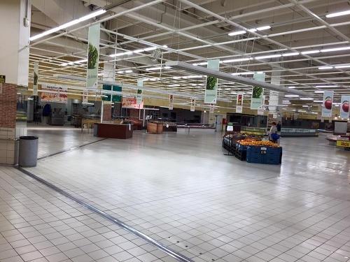 d3898d0e18df FOTO ako zo socializmu  Carrefour má problémy s dodávateľmi ...