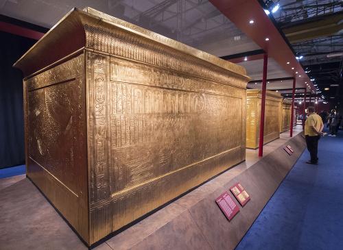 Replika Tutanchamónovej hrobky vystavená