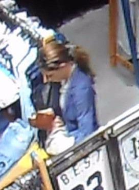 FOTO Žena ukradla peňaženky z kabeliek  Ak ju poznáte 96be9963d08