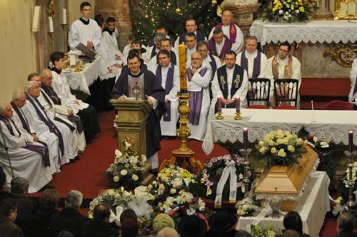 Katolícka cirkev nedáva pokoj